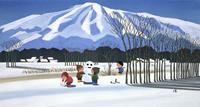積雪の山脈をバックに雪原で遊ぶ子どもたち 02237013255| 写真素材・ストックフォト・画像・イラスト素材|アマナイメージズ