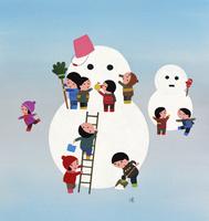 大きな雪だるまを作って遊ぶ子どもたち 02237013270| 写真素材・ストックフォト・画像・イラスト素材|アマナイメージズ