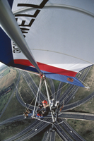 G.B. ENGLAND. A powered hang glider, piloted by Gerry Breen's assistant over Almondsbury Interchange, near Bristol. 1980. 02265042090| 写真素材・ストックフォト・画像・イラスト素材|アマナイメージズ
