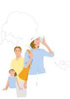 風を受ける親子 02526000139  写真素材・ストックフォト・画像・イラスト素材 アマナイメージズ