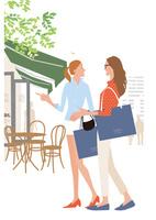ショッピングしてカフェする女性ふたり 02526000232  写真素材・ストックフォト・画像・イラスト素材 アマナイメージズ