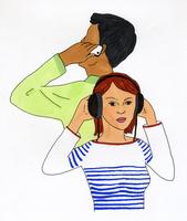 電話をかける男性とヘッドフォンをする女性 02665000076  写真素材・ストックフォト・画像・イラスト素材 アマナイメージズ