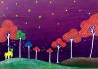 夜空と黄色いトナカイ 02837000303| 写真素材・ストックフォト・画像・イラスト素材|アマナイメージズ