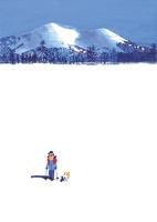 雪山を背に雪原を歩く中高年男性とイヌ 02837000419| 写真素材・ストックフォト・画像・イラスト素材|アマナイメージズ