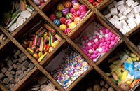 Sweets on shelves at Witches Market,Close Up 20023004156| 写真素材・ストックフォト・画像・イラスト素材|アマナイメージズ