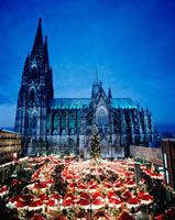Cologne Cathedral and Christmas market 20023004274| 写真素材・ストックフォト・画像・イラスト素材|アマナイメージズ