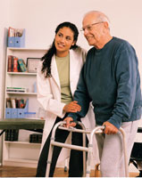 Female Physiotherapist Helping Mature Male Patient with Walk 20025036745| 写真素材・ストックフォト・画像・イラスト素材|アマナイメージズ