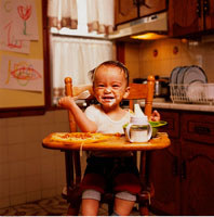 Portrait of Baby Sitting in High Chair with Food on Face 20025055407| 写真素材・ストックフォト・画像・イラスト素材|アマナイメージズ