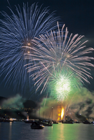 Fireworks in English Bay during Celebration of Light, Vancouver, British Columbia, Canada 20025312893| 写真素材・ストックフォト・画像・イラスト素材|アマナイメージズ