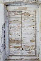 Close-up of boarded up window, covered with old wooden planks with cracked white paint, Greece 20025320693| 写真素材・ストックフォト・画像・イラスト素材|アマナイメージズ