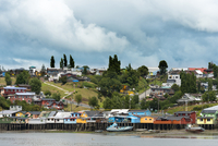 Traditional Stilt Houses known as Palafitos in Castro, Chiloe Island, Chile 20025323471| 写真素材・ストックフォト・画像・イラスト素材|アマナイメージズ