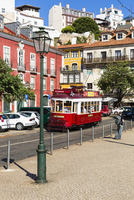 Old tram in front of colorful city buildings at Largo das Portas do Sol, Alfama District, Lisbon, Portugal 20025323567| 写真素材・ストックフォト・画像・イラスト素材|アマナイメージズ