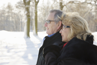 Profile of a smiling mature couple standing in the snow - close up 20025325106| 写真素材・ストックフォト・画像・イラスト素材|アマナイメージズ