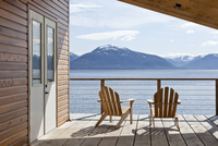 Cabin Deck with Chairs Overlooking Tenakee Inlet, Alaska, USA 20025326035| 写真素材・ストックフォト・画像・イラスト素材|アマナイメージズ
