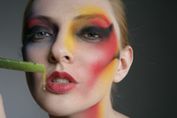 Close-up of a woman with heavy make-up,with aloe 20025326498| 写真素材・ストックフォト・画像・イラスト素材|アマナイメージズ