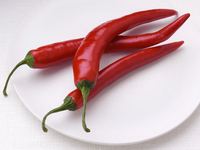 Red chillies on a white background 20025327200| 写真素材・ストックフォト・画像・イラスト素材|アマナイメージズ