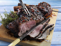 Butterflied leg of lamb marinaded and barbecued 20025327297| 写真素材・ストックフォト・画像・イラスト素材|アマナイメージズ