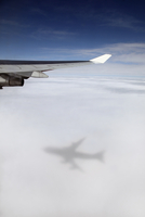 Jumbo jet, Boeing 747 in mid-air, view at clouds shadow of the airplane 20025330252| 写真素材・ストックフォト・画像・イラスト素材|アマナイメージズ