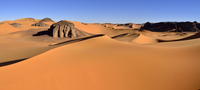 Algeria, Tassili n' Ajjer, Tadrart, Sahara, Tassili n' Ajjer National Park, View to the sanddunes and rocks of Moul Naga 20025330751| 写真素材・ストックフォト・画像・イラスト素材|アマナイメージズ