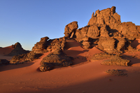 Algeria, Sahara, Tassili N'Ajjer National Park, Tassili Tadrart, Rocks and sand dunes at the cirque 20025331009| 写真素材・ストックフォト・画像・イラスト素材|アマナイメージズ
