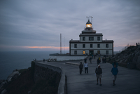 Spain, Finisterre, view to lighthouse at blue hour 20025331639| 写真素材・ストックフォト・画像・イラスト素材|アマナイメージズ