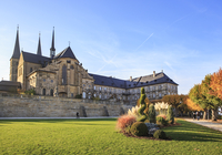 Germany, Bamberg, view to  Michelsberg Abbey with Public garden in the foreground 20025331647| 写真素材・ストックフォト・画像・イラスト素材|アマナイメージズ