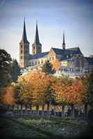 Germany, Bamberg, view to Michelsberg Abbey with rose garden in the foreground 20025331650| 写真素材・ストックフォト・画像・イラスト素材|アマナイメージズ