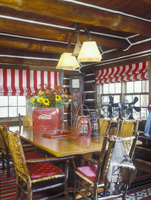 DINING ROOMS: Vintage with antique collectibles like lanterns and fans. Exposed log ceiling. Red and white striped valances. Red 20025340920| 写真素材・ストックフォト・画像・イラスト素材|アマナイメージズ