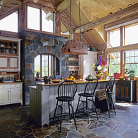 KITCHEN: log home with cathedral ceiling, stone floors and range hood, furniture style cabinets built by David Smith, wood count 20025340925| 写真素材・ストックフォト・画像・イラスト素材|アマナイメージズ