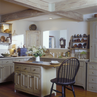 KITCHENS - Overall, modern Early American styling. Cream colored cabinets, with distressed museum finish, view towards island an 20025340948| 写真素材・ストックフォト・画像・イラスト素材|アマナイメージズ