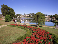 Lake and flower gardens, Dalat, Central Highlands, Vietnam, Indochina, Southeast Asia, Asia 20025347814| 写真素材・ストックフォト・画像・イラスト素材|アマナイメージズ