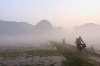 Bicycles in the morning mist at sunrise, limestone mountain scenery, Tam Coc, Ninh Binh, south of Hanoi, North Vietnam, Southeas 20025358652| 写真素材・ストックフォト・画像・イラスト素材|アマナイメージズ