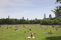 Sheep Meadow, Central Park on a Summer day, New York City, New York, United States of America, North America 20025360853| 写真素材・ストックフォト・画像・イラスト素材|アマナイメージズ