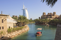 Madinat Jumeirah and Burj Al Arab Hotels, Jumeirah Beach, Dubai, United Arab Emirates, Middle East 20025362051| 写真素材・ストックフォト・画像・イラスト素材|アマナイメージズ