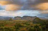 View of Vinales Valley at dawn from grounds of Hotel Los Jasmines showing limestone hills known as Mogotes  characteristic of th 20025362214| 写真素材・ストックフォト・画像・イラスト素材|アマナイメージズ