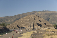 The Avenue of the Dead with the Pyramid of the Moon in the background, Archaeological Zone of Teotihuacan, UNESCO  World Heritag 20025363152| 写真素材・ストックフォト・画像・イラスト素材|アマナイメージズ