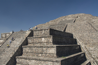 Tourists climbing stairway, Pyramid of the Moon, Archaeological Zone of Teotihuacan, UNESCO World Heritage Site, Mexico, North A 20025363153| 写真素材・ストックフォト・画像・イラスト素材|アマナイメージズ