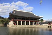 Gyeonghoeru pavilion, Gyeongbokgung Palace (Palace of Shining Happiness), Seoul, South Korea, Asia 20025363198| 写真素材・ストックフォト・画像・イラスト素材|アマナイメージズ