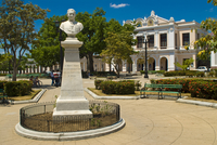 Huge square with Colonial houses, Cienfuegos, UNESCO World Heritage Site, Cuba, West Indies, Caribbean, Central America 20025364762| 写真素材・ストックフォト・画像・イラスト素材|アマナイメージズ