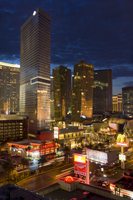 Night panorama of modern architecture with new hotels, including the Aria Resort Hotel, Veer Towers condo Hotel, the new Mandari 20025365345| 写真素材・ストックフォト・画像・イラスト素材|アマナイメージズ
