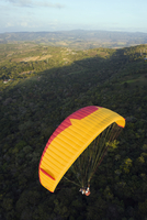 Paragliding in San Gil, adventure sports capital of Colombia, San Gil, Colombia, South America 20025365490| 写真素材・ストックフォト・画像・イラスト素材|アマナイメージズ