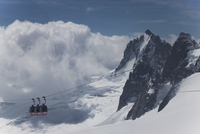 The cable car between Italy and France through the Mont Blanc Massif, Aiguille du Midi, Chamonix, Haute Savoie, French Alps, Fra 20025368844| 写真素材・ストックフォト・画像・イラスト素材|アマナイメージズ