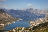 High view of the fjord at Kotor Bay, Kotor, UNESCO World Heritage Site, Montenegro, Europe 20025368975| 写真素材・ストックフォト・画像・イラスト素材|アマナイメージズ