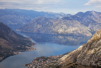 High view of the fjord at Kotor Bay, Kotor, UNESCO World Heritage Site, Montenegro, Europe 20025368976| 写真素材・ストックフォト・画像・イラスト素材|アマナイメージズ