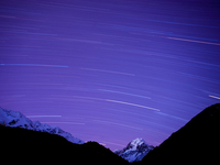 Long exposure of night sky over Aoraki Mount Cook National Park, UNESCO World Heritage Site, South Island, New Zealand, Pacific 20025370469| 写真素材・ストックフォト・画像・イラスト素材|アマナイメージズ