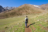 Trekking tour guide walking at Oukaimeden ski resort in summer, High Atlas Mountains, Morocco, North Africa, Africa 20025376341| 写真素材・ストックフォト・画像・イラスト素材|アマナイメージズ