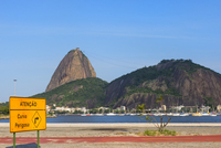 Sugar Loaf Mountain viewed from Botafogo, Rio de Janeiro, Brazil, South America 20025377754| 写真素材・ストックフォト・画像・イラスト素材|アマナイメージズ