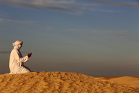 Bedouin praying in the Sahara, Douz, Kebili, Tunisia, North Africa, Africa