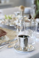 Filled Wine Cup in Passover Table Setting with Seder Plate in the background 20025394397| 写真素材・ストックフォト・画像・イラスト素材|アマナイメージズ