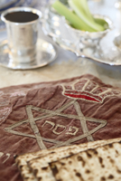 Close-up of Matzah Cover with Matzah and Wine Cup in Passover Seder Table Setting 20025394400| 写真素材・ストックフォト・画像・イラスト素材|アマナイメージズ